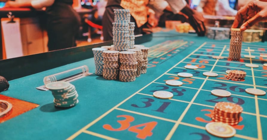 Guía para elegir la mesa de póquer en vivo más rentable