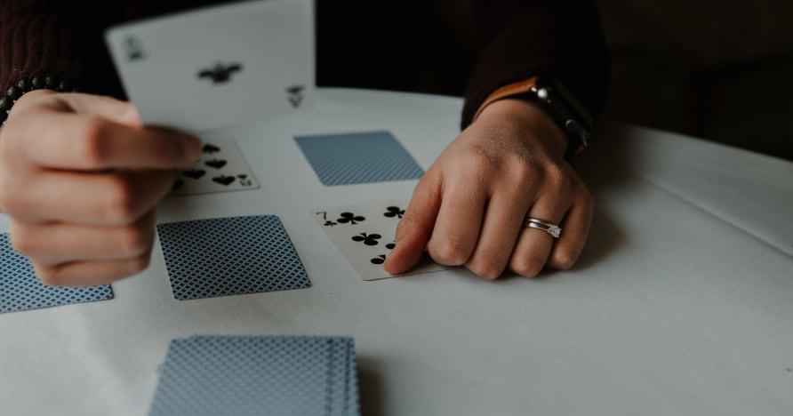 RNG Blackjack vs. Blackjack con crupier en vivo